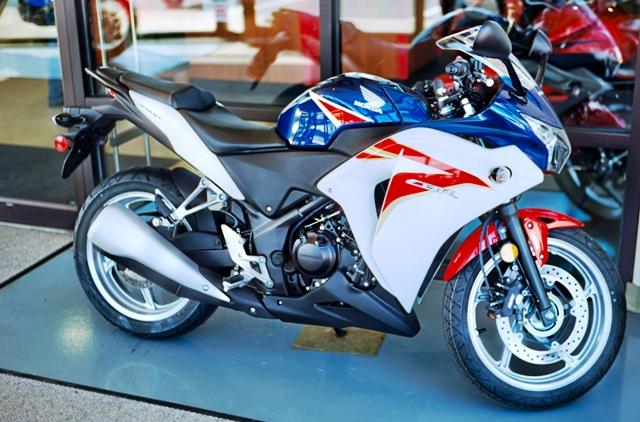 初心者・女性におすすめの250ccバイクCBR250R(MC41)